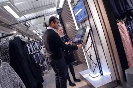 I punti vendita e l'online convergono sui clienti